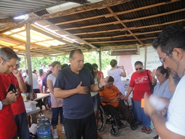 Pastor Ruben (right) prays along with Dr. Andrés Perez